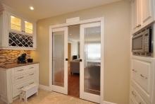 Как выбрать двери на кухню: видео-советы