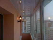 Чем отделать потолок на лоджии?